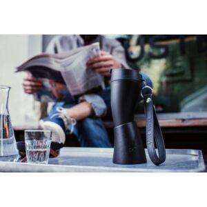 goat mug fekete kávézóban