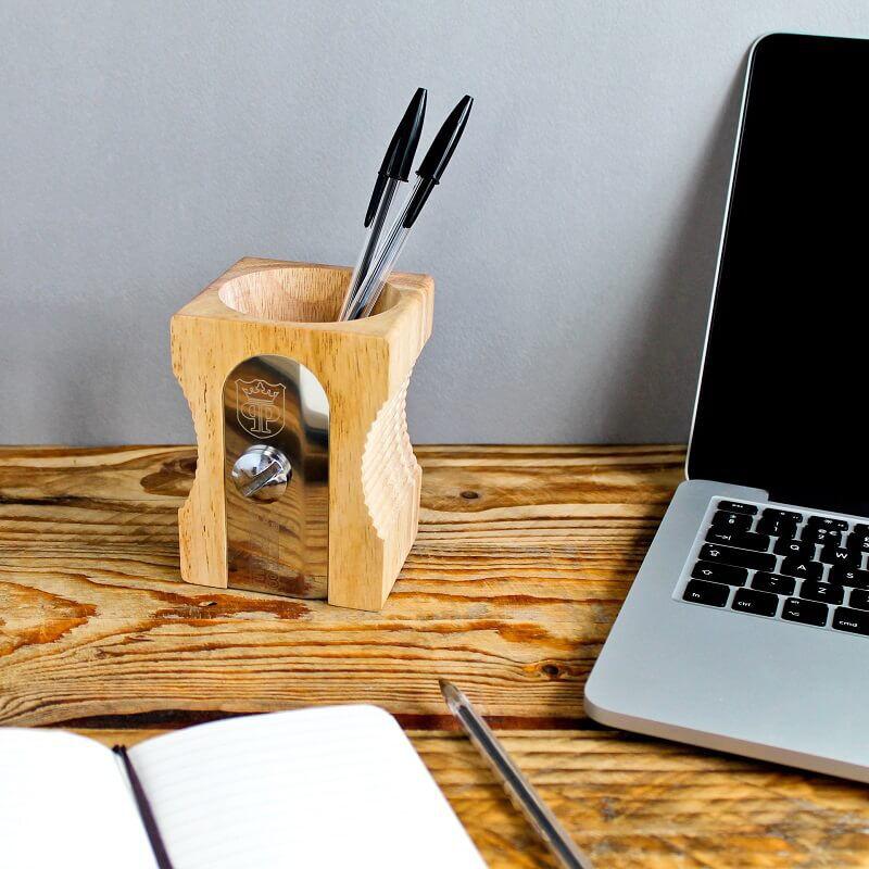 Ceruzafaragó tolltartó